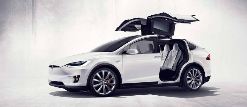 Новый кроссовер Tesla Motors.