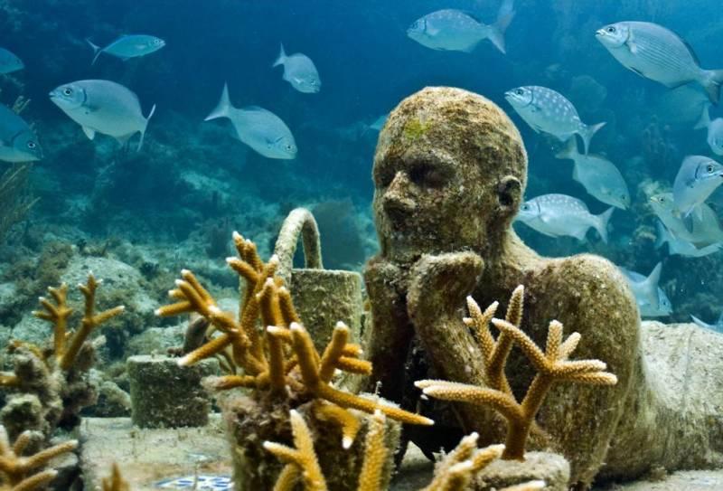 Статуя под водой Мексика