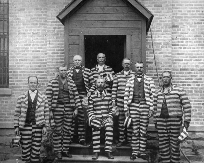 Полосатая одежда заключённые америка