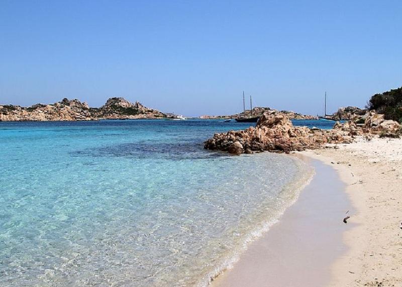 пляж Спьяджио-Роза, остров Буделли, Сардиния.