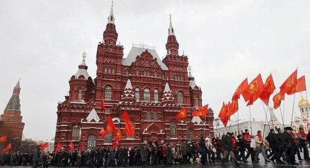 В праздники улицы были расцвечены флагами