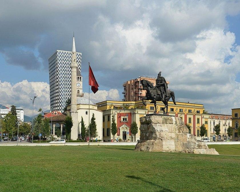 Центр Тираны