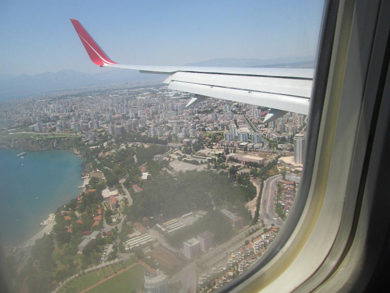 Под крылом самолета турецкий город Анталия