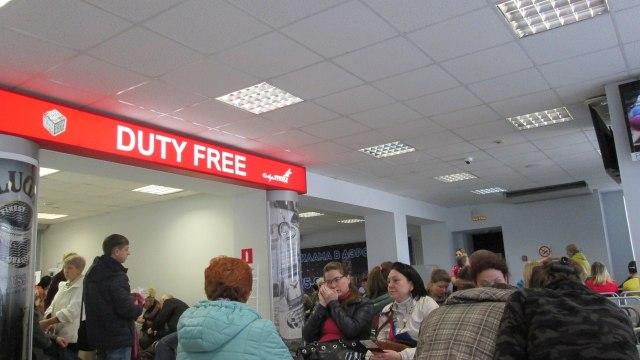 Зал ожидания в архангельском аэропорту