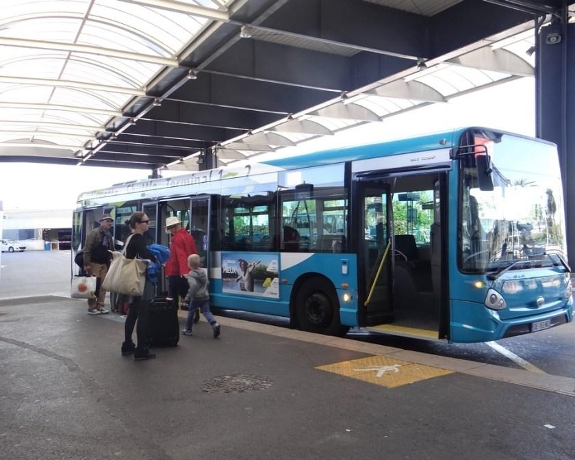 Автобусная остановка в аэропорту Бастия
