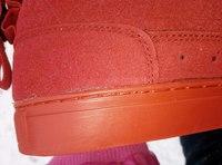 Вуаля, красные кроссовки из искусственной замши.