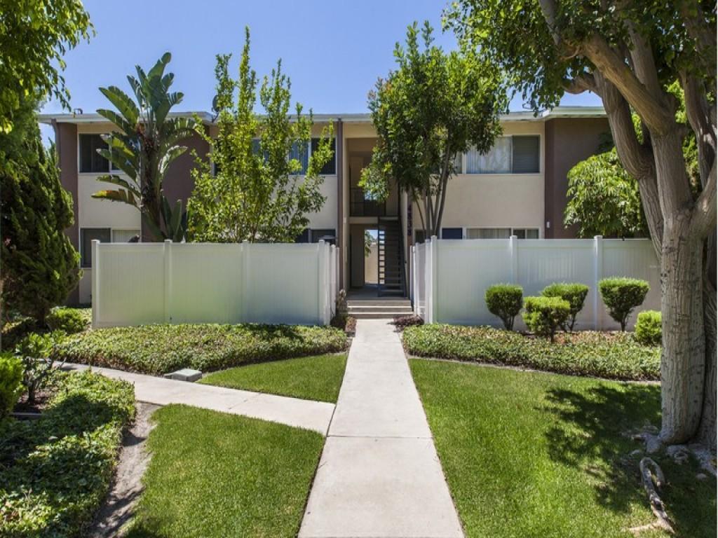 Patio Gardens Apartments, Long Beach CA