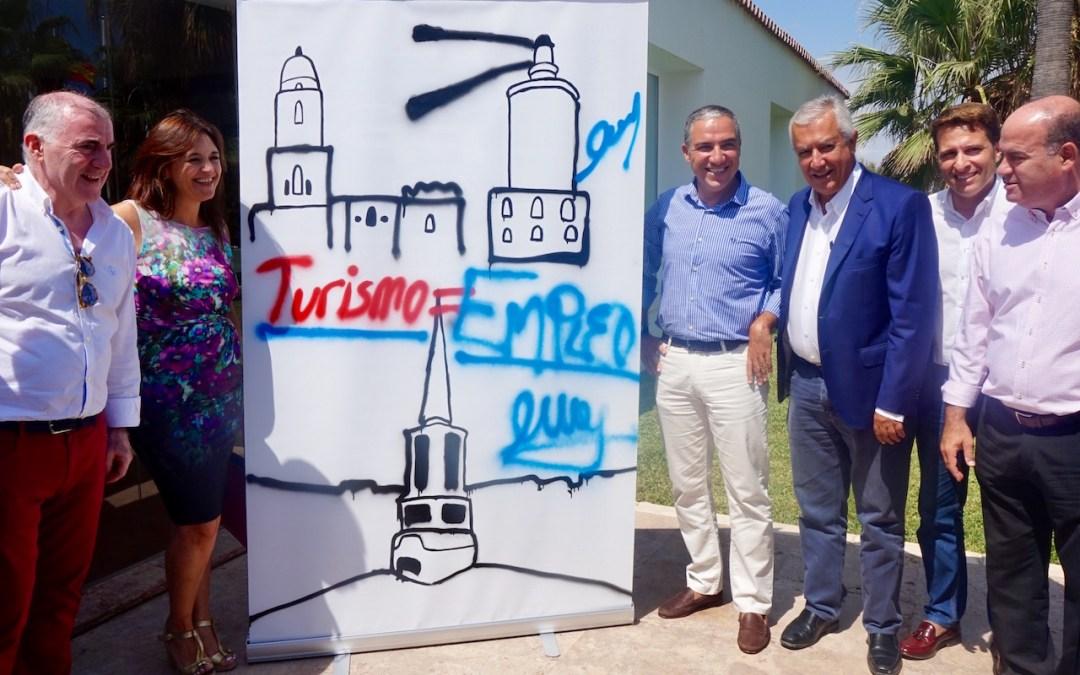 Bendodo critica la complicidad del PSOE con los ataques de Podemos hacia el turismo