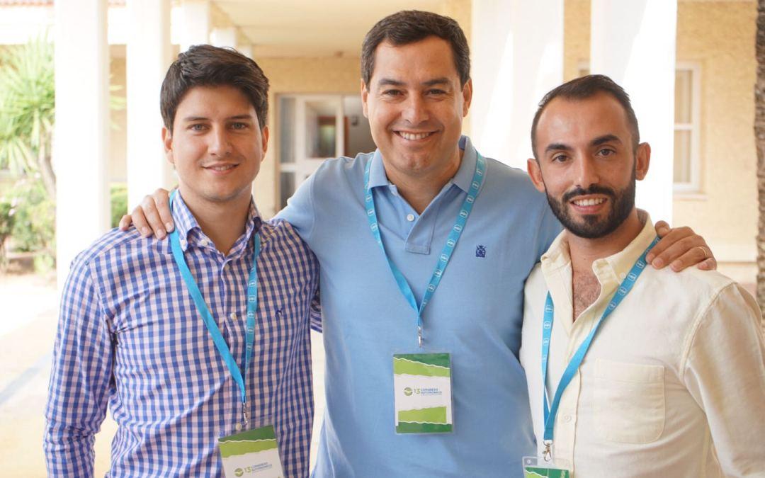 Juanma Moreno llama a los jóvenes a ser inconformistas con el gobierno conservador del PSOE en Andalucía