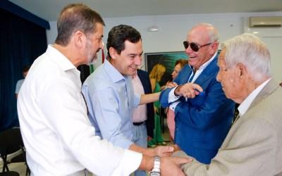 Juanma Moreno se compromete  a poner en marcha un plan especial de empleo en La Línea