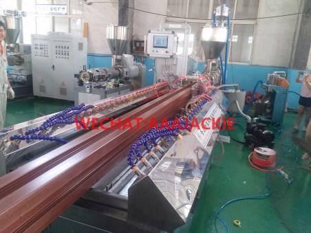 Máy sản xuất Hàng rào cột gỗ nhựa composite