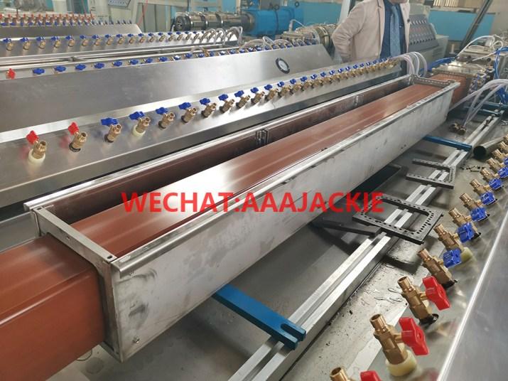Máy sản xuất hàng rào bằng  lan can WPC