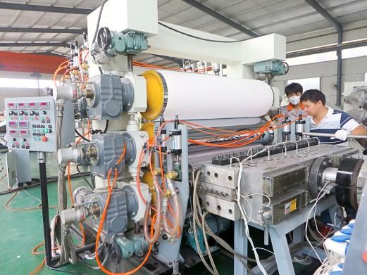 Máy sản xuất tấm nhựa tấm nhựa PVC