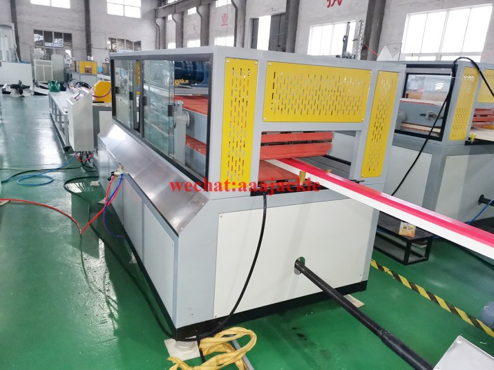 Ligne de production de profilés de porte fenêtre PVC UPVC