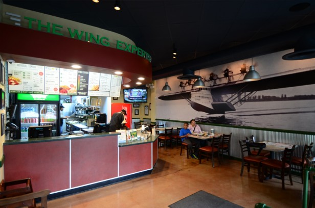 Chicago Apartments, Lincoln Park Food, Wing Stop