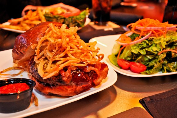 Chicago Apartments, Chicago Burgers, Kumas Too, Mastodon Burger