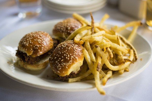 Chicago Apartments, Gibson's Bar and Steakhouse, Tilapia Gold Coast Sliders