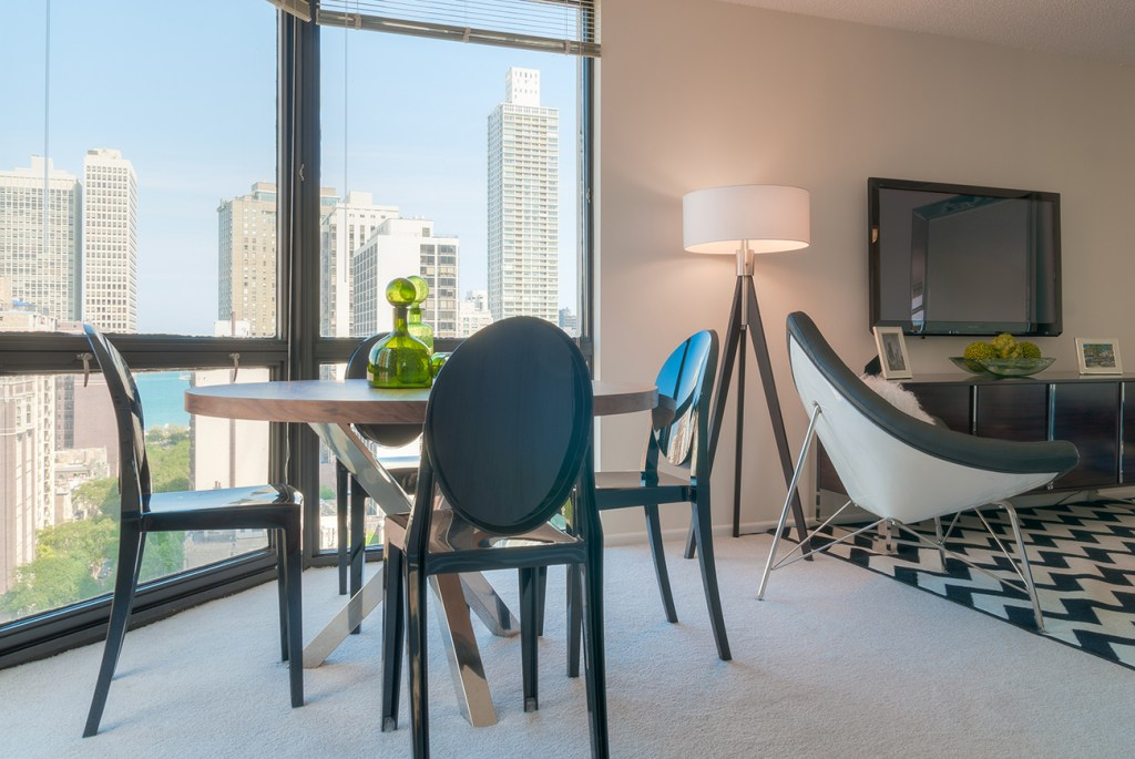 1111 N Dearborn Dining Room with View Interior Chicago Apartments Gold Coast - 1