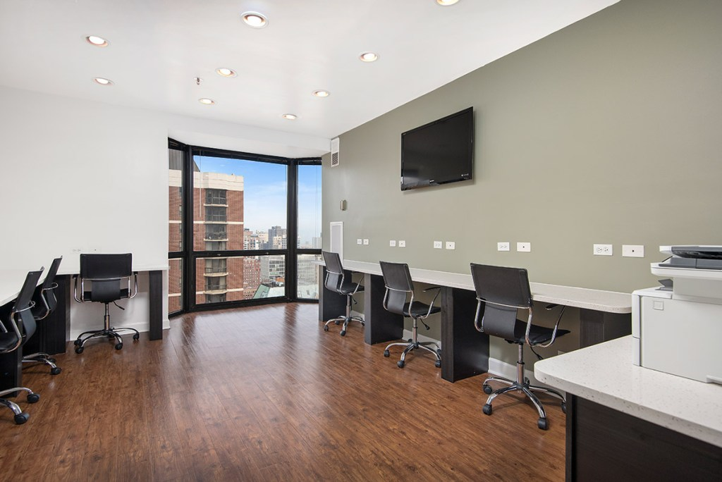 1111 N Dearborn Business Center with View Interior Chicago Apartments Gold Coast - 1
