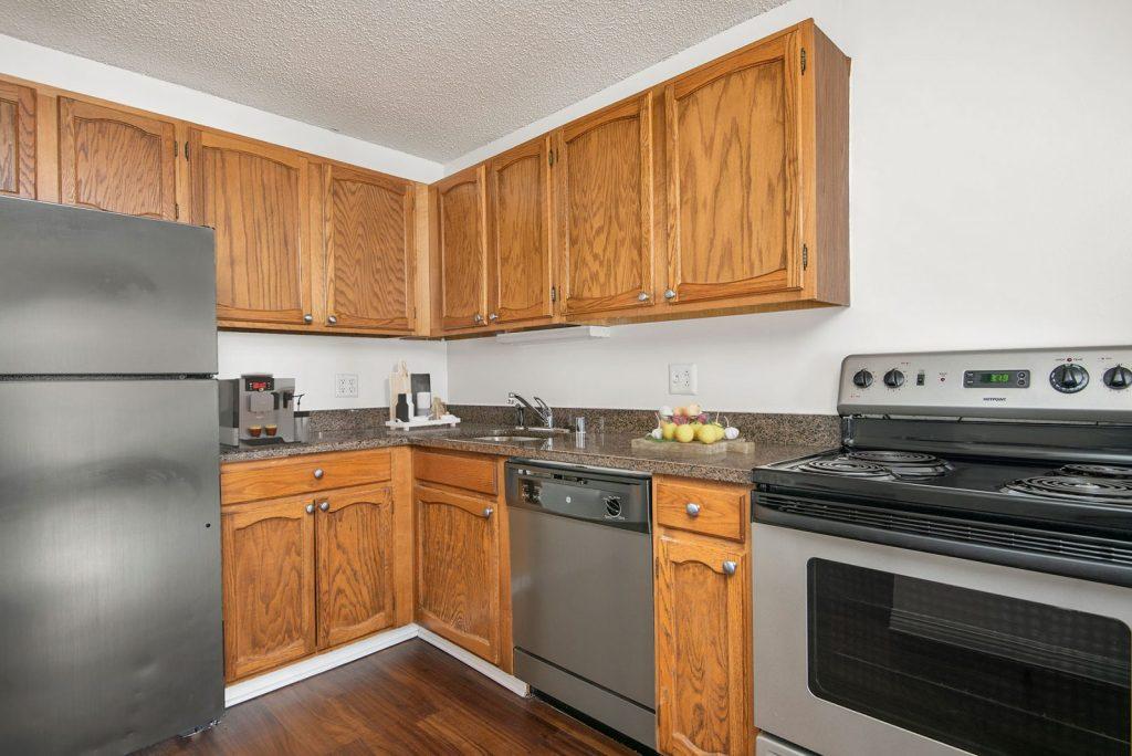 100 W Chestnut Kitchen Interior Chicago Apartments River North - 3
