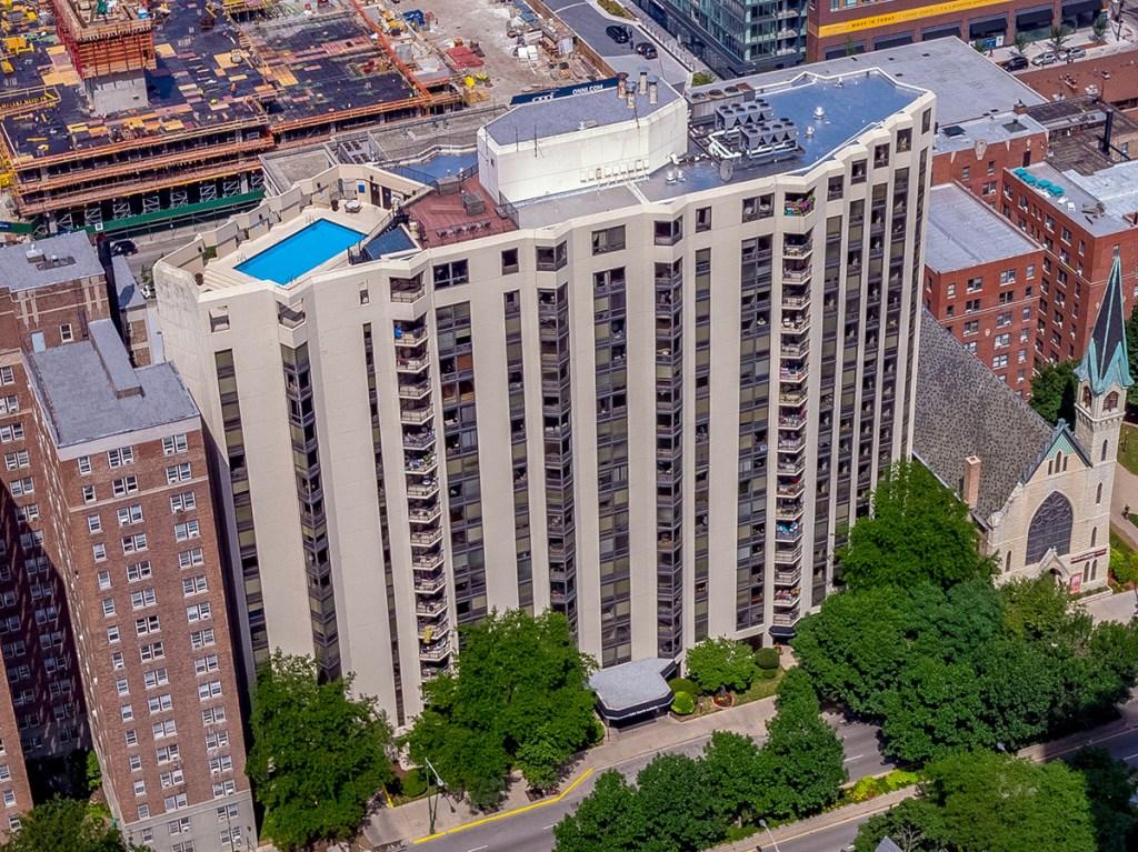1120 N LaSalle Exterior Chicago Apartments Gold Coast - 1