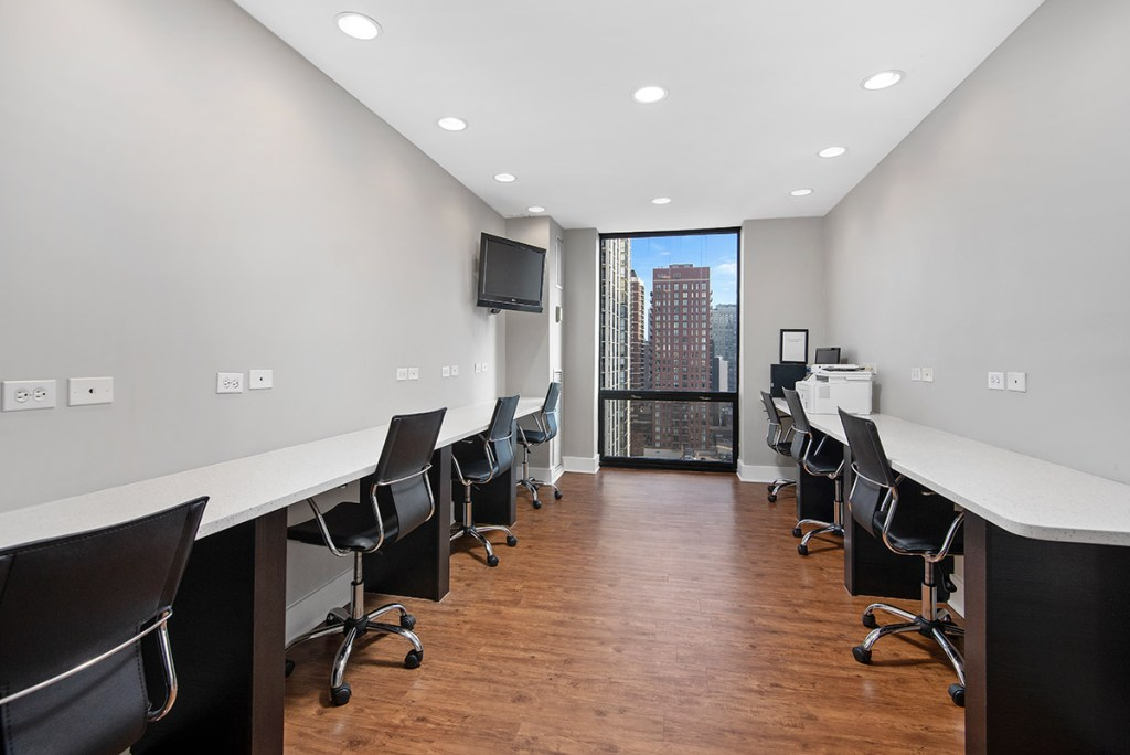 1120 N LaSalle Business Center with View Interior Chicago Apartments Gold Coast - 1