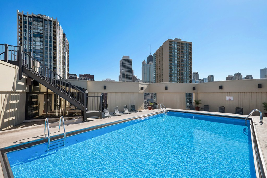 1120 N LaSalle Swimming Pool Exterior Chicago Apartments Gold Coast - 1