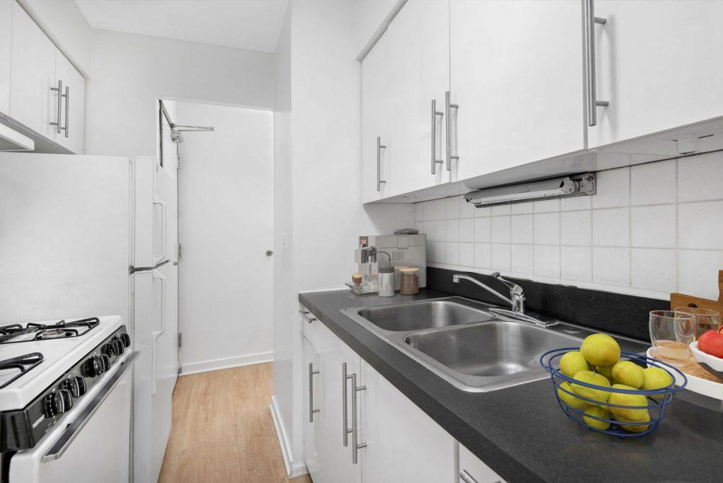 Chicago Apartments, Lincoln Park, 2630 N Hampden Kitchen