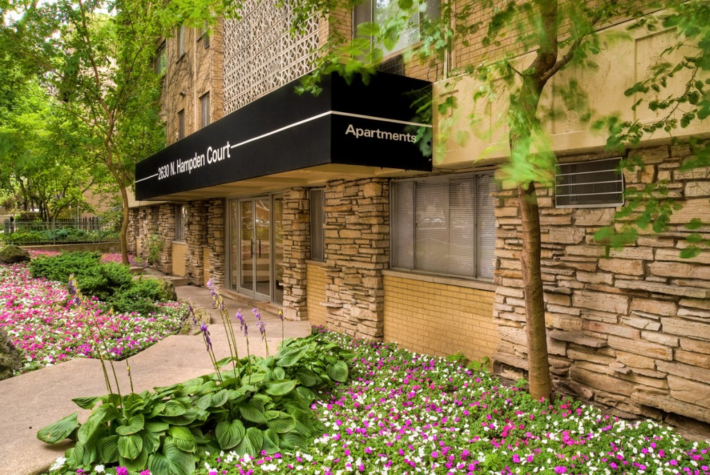 Chicago Apartments, Lincoln Park, 2630 N Hampden Entrance