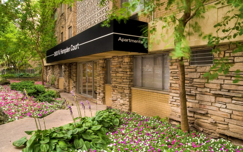 Chicago Apartments, Lincoln Park, 2630 N Hampden Entrance
