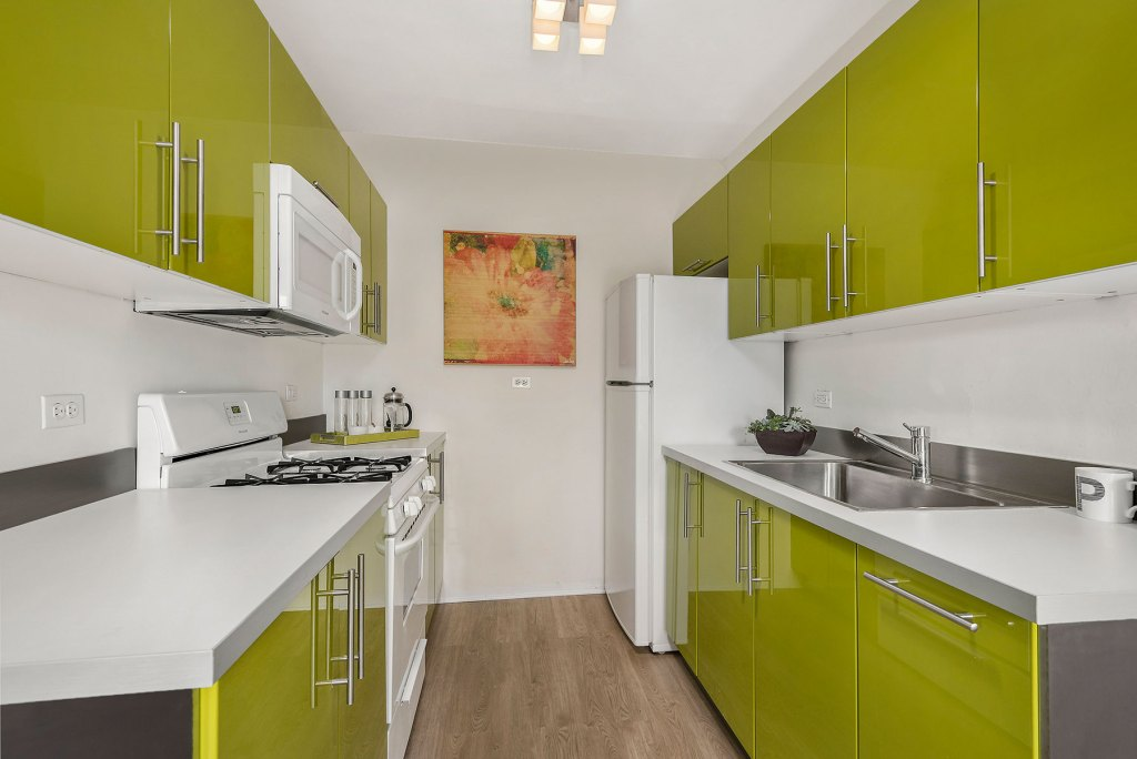 Chicago Apartments, Lincoln Park, 2756 N Pine Grove Kitchen