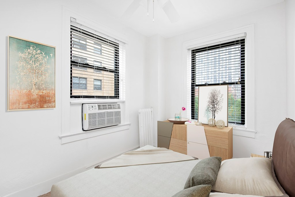 Chicago Apartments, Lincoln Park, 2756 N Pine Grove Bedroom