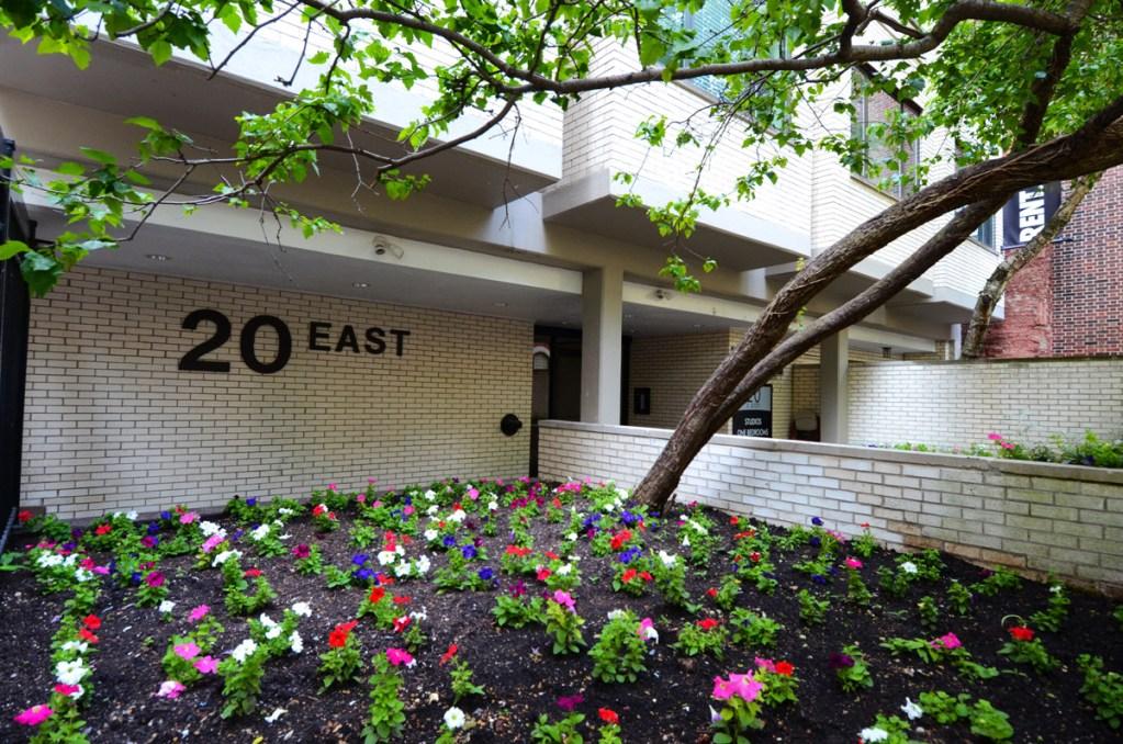 20 E Scott Flower Garden Exterior Chicago Apartments Gold Coast - 1