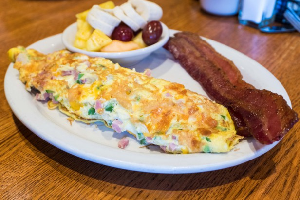 Chicago Apartments, Third Coast Cafe, House Omelette