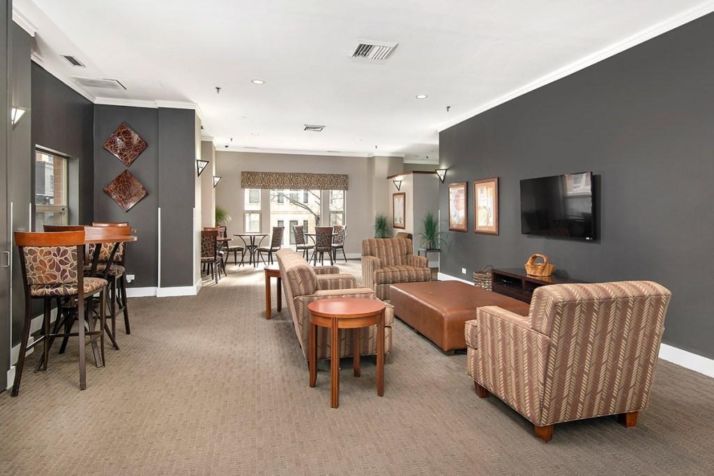 100 W Chestnut Lobby Interior Chicago Apartments River North - 2