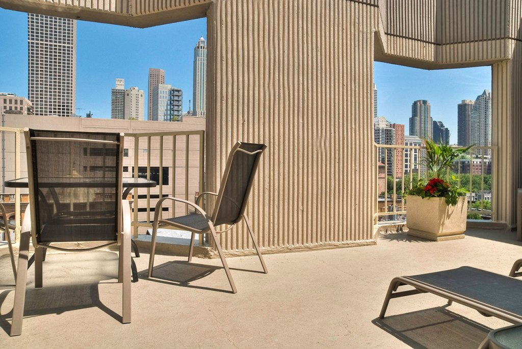 1000 N LaSalle Rooftop Sundeck Exterior Chicago Apartments Gold Coast - 1
