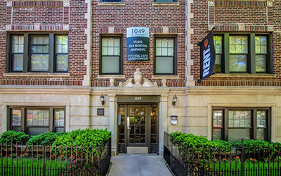 Chicago Apartments, Lakeview, 1049 W Oakdale Entrance