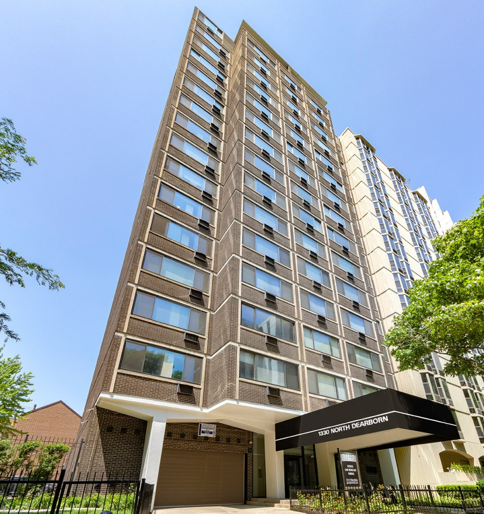 1330 N Dearborn Exterior Chicago Apartments Gold Coast - 1