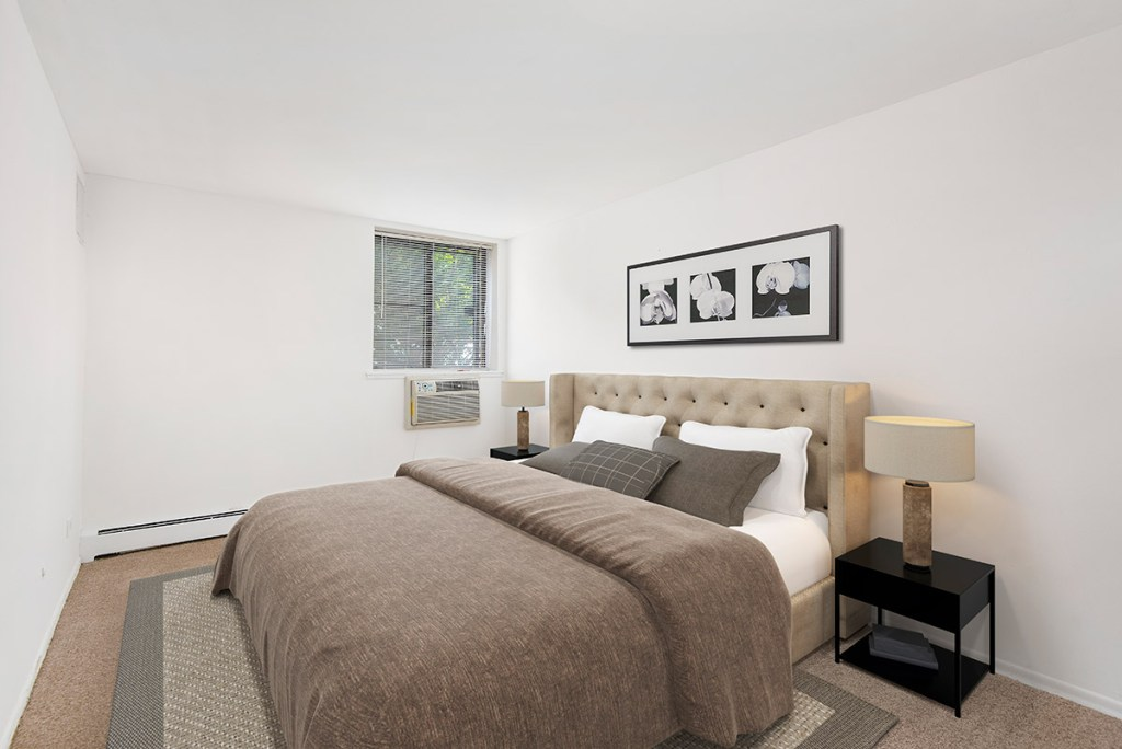 Chicago Apartments, Lakeview, 3510 N Pine Grove Bedroom