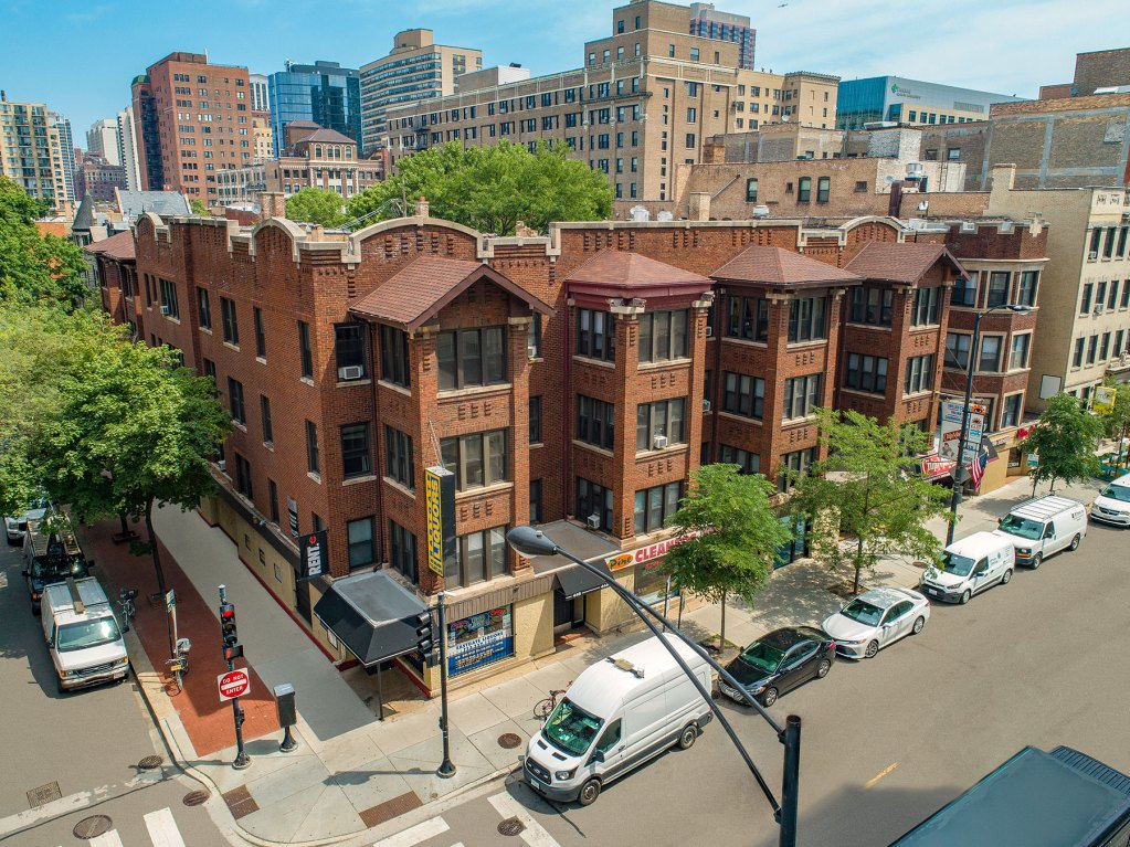 Chicago Apartments, Lincoln Park, 430-446 W Diversey Exterior