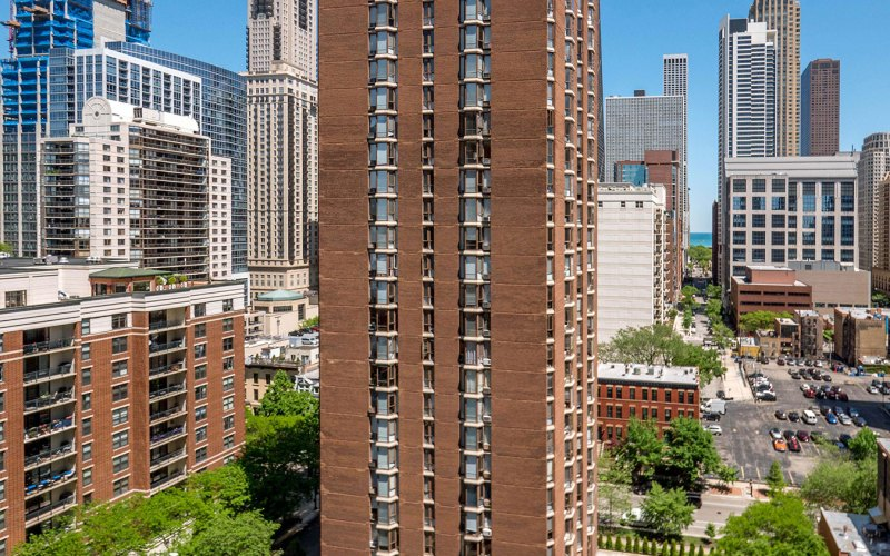 Chicago Apartments, River North, 55 W Chestnut Building Contacts