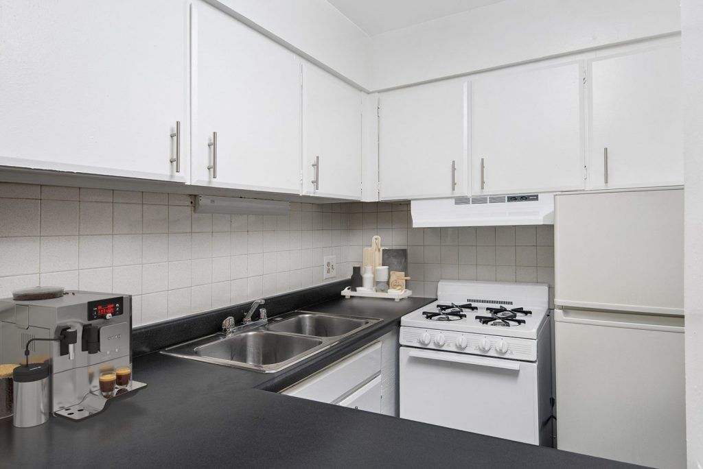 Chicago Apartments, Lakeview, 537 W Melrose Kitchen