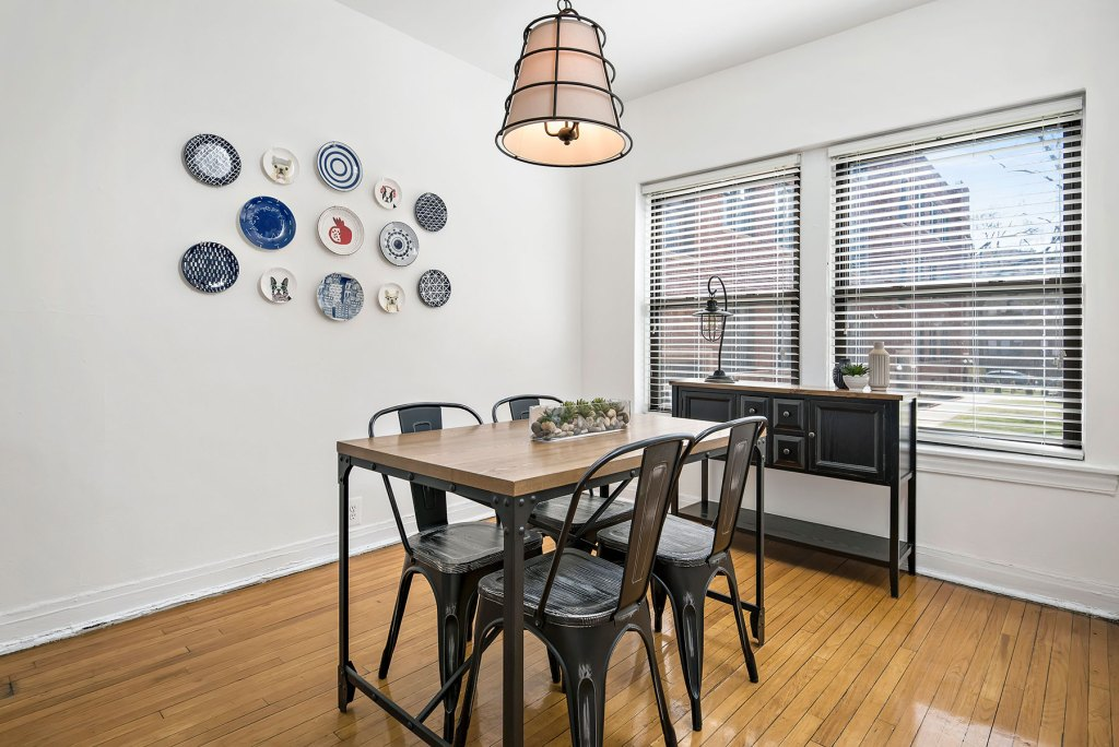 Chicago Apartments, Lakeview, 632 W Cornelia Dining Room