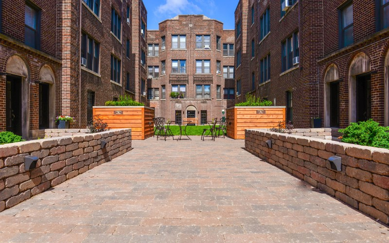 Chicago Apartments, Lakeview, 632 W Addison Entrance