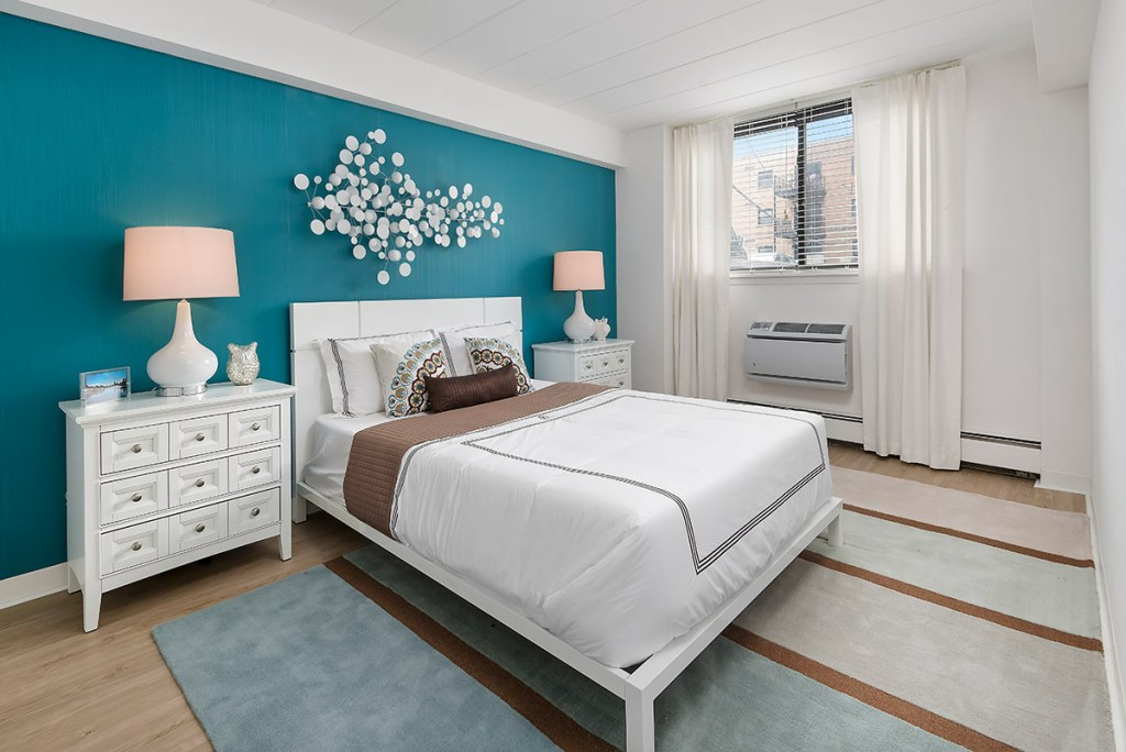 Chicago Apartments, Lakeview, 500 W Belmont Bedroom