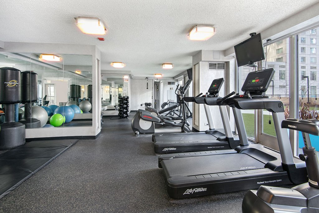 750 N Rush Fitness Center Interior Chicago Apartments River North - 1