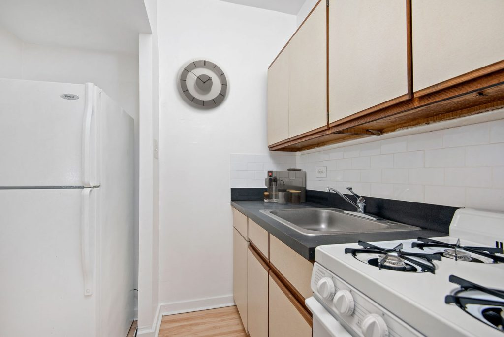 Chicago Apartments, Lakeview, 1049 W Oakdale Kitchen