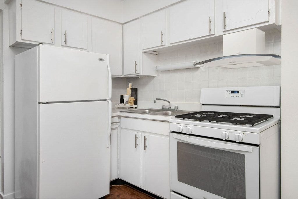 Chicago Apartments, Lakeview, 544 W Melrose Kitchen