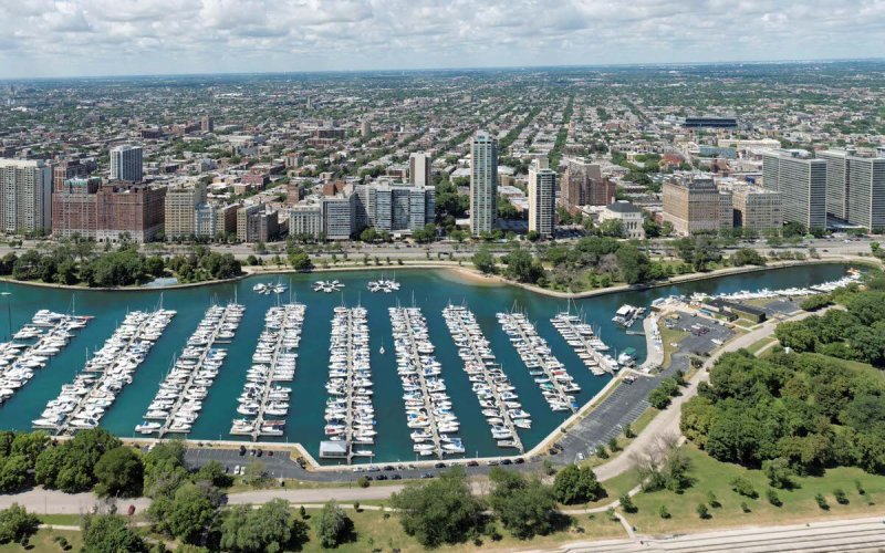 Chicago Apartments, Lakeview, Belmont Harbor