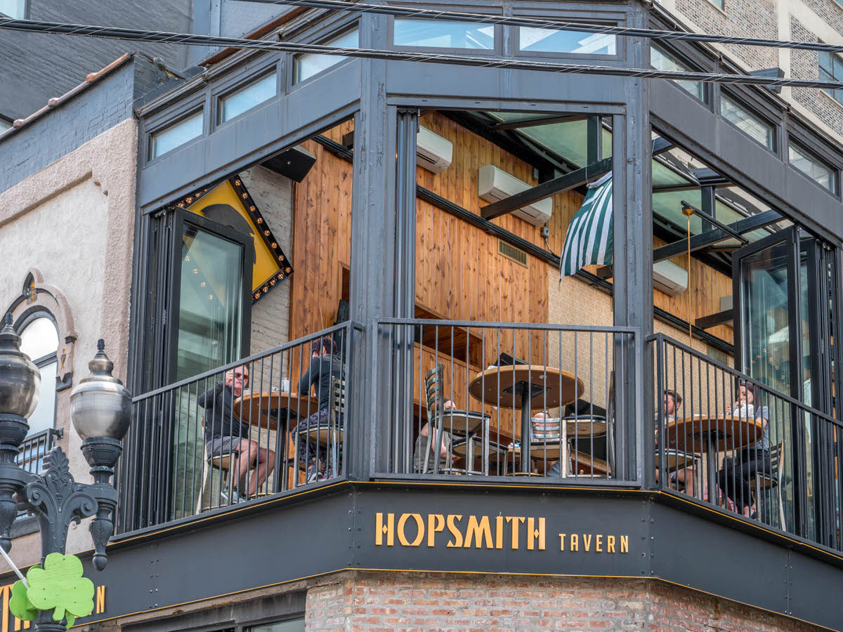 Chicago Apartments, Gold Coast Dining, Hopsmith Tavern